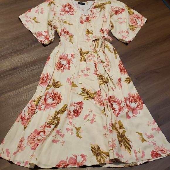 Vici wrap dress size large